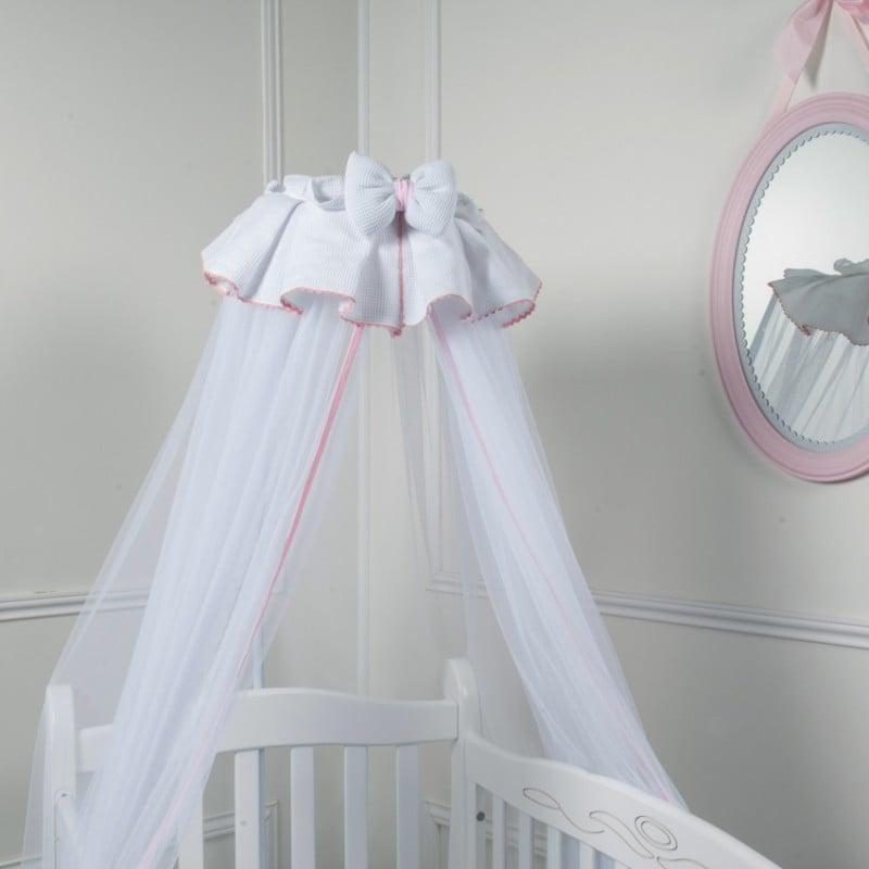 Le ciel de lit bébé pour servir de bouclier mais également ...
