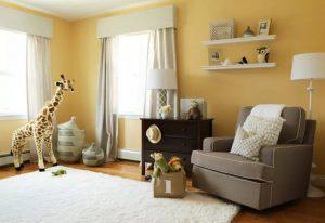 chambre de couleur jaune